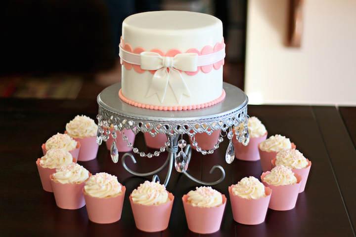 pastel de baby shower estilo vintage dulces