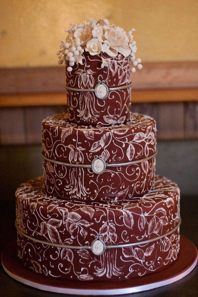 pastel de boda color marsala moderno 2015