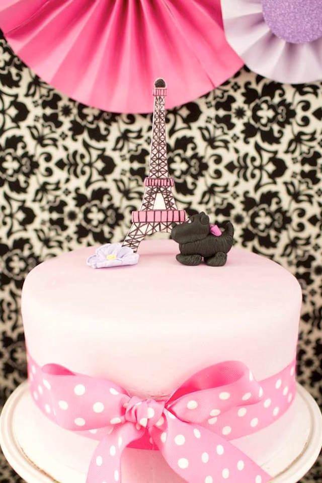 pastel decorado temáticamente Paris perro color rosa