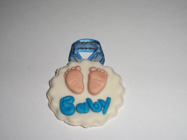 pies de bebe distintivos para baby shower preciosos