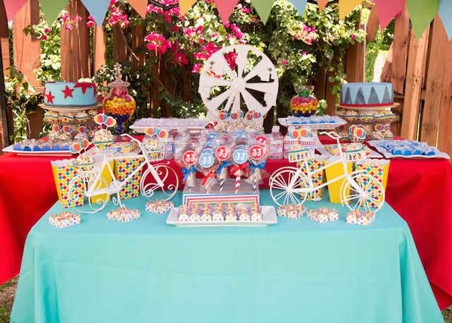 Fiesta theme party decorations memes - Decoracion de carnaval ...