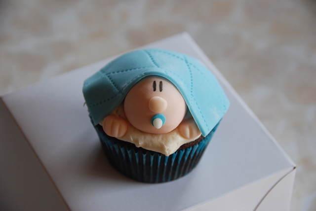 preciosa decoración cupcakes niño bebé arropado