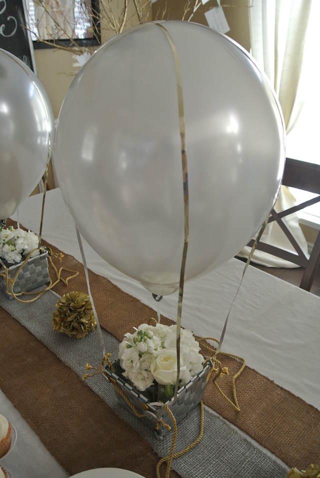 preciosa decoración para cumpleaños flores elegantes globos aire