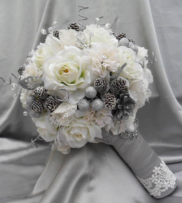 ramo de flores decoración navideña color aluminio