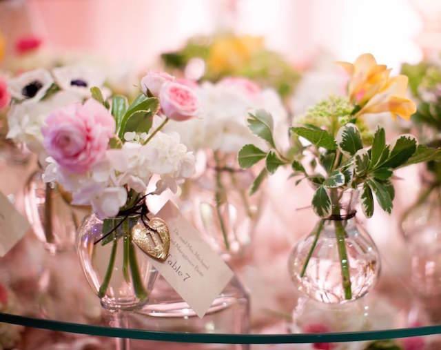 recuerdos para boda pequeñas flores símbolo
