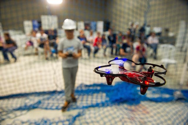 regalo original dron radiocontrol cumpleaños infantiles