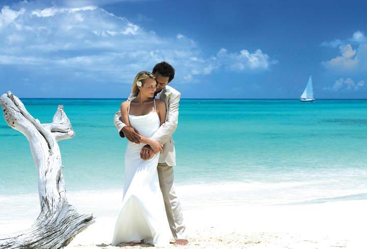romántica durante bodas en la playa