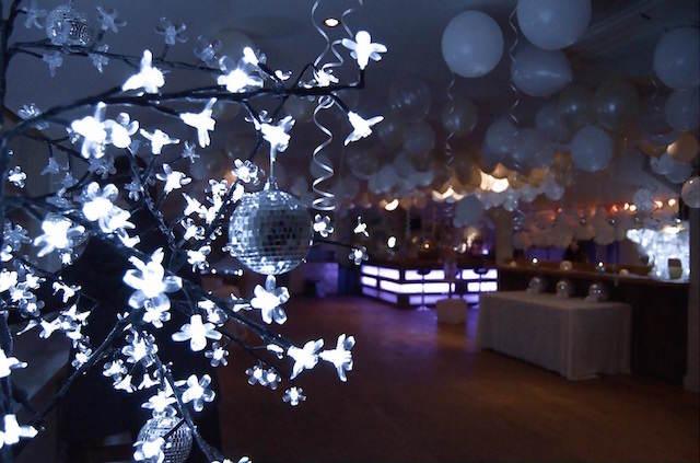 entera sala decoración preciosa invierno globos color blanco