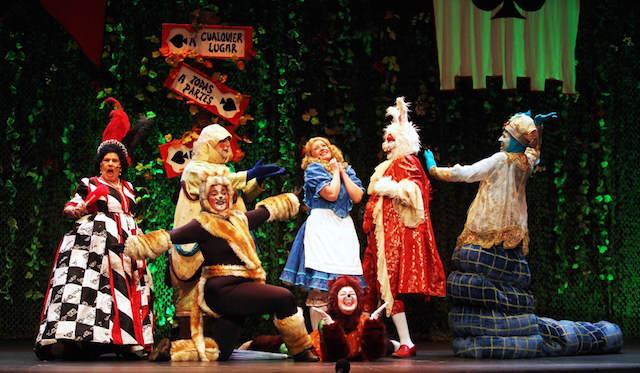 teatro para niños personal Alicia fiesta navideña