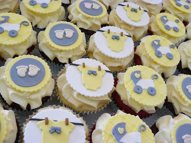 temáticas baby shower cupcakes color amarillo moderno