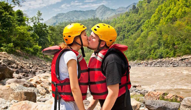 aniversario de novios rafting adrenalina pareja