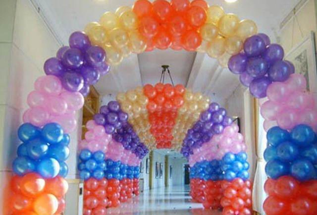 arco pintado decoración con globos corredor