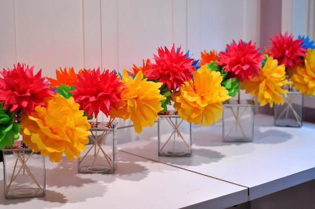 arreglos florales de papel fiestas infantiles