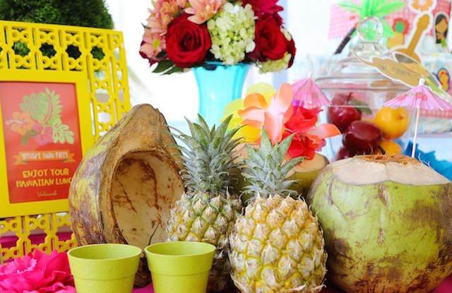 baby shower temático Hawaii decoración frutas