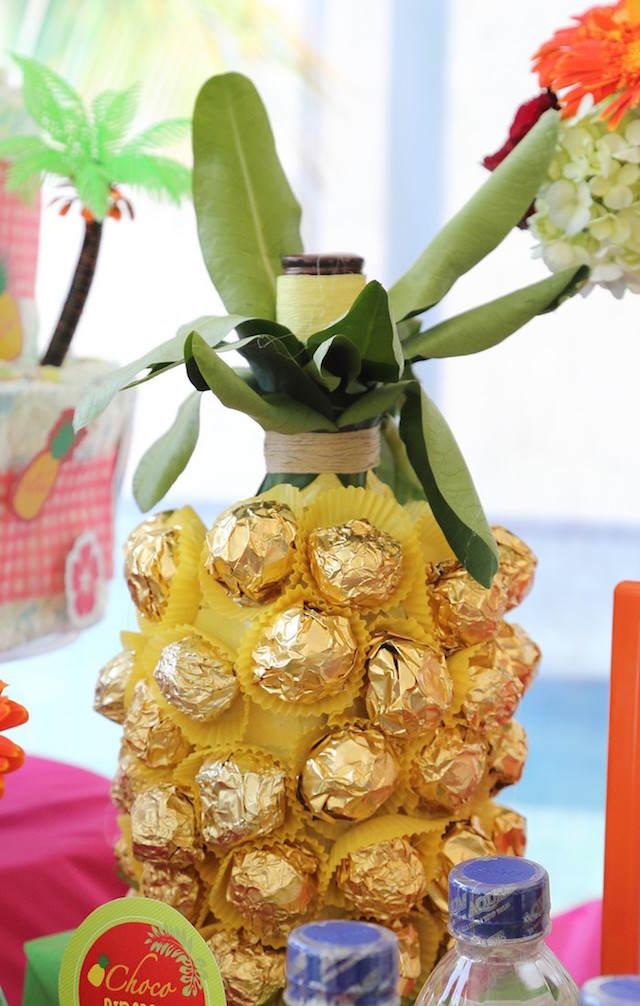 creativa decoración tema Hawaii bautizo