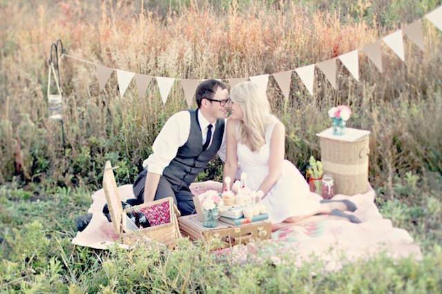 cumpleaños celebración solo pareja picnic vintage
