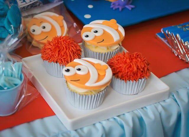 cupcakes decorados temáticamente estilo bajo el mar