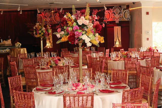 decoración suntuosa fiesta navideña arreglos florales