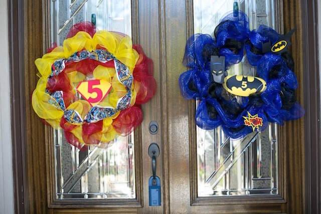 decoración puerta fiesta superhéroes gemelos