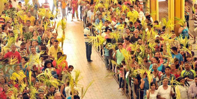 Domingo de Ramos celebración exuberante Colombia