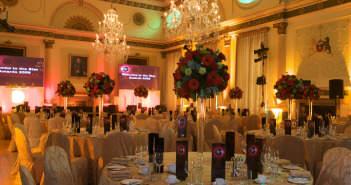 elegante-decoracion-fiesta-corporativa-arreglos-florales