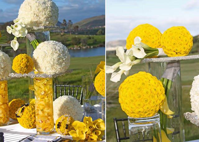 Evento elegante al aire libre con flores amarillas y blancas