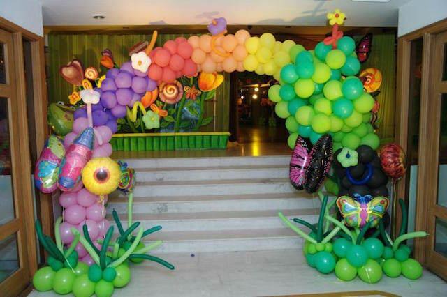 fiestas infantiles decoración con globos entrada
