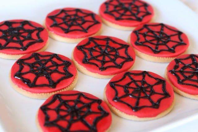 fiestas infantiles galletas decoradas spiderman telaraña