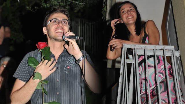 hacer serenata querida novia aniversario inolvidable