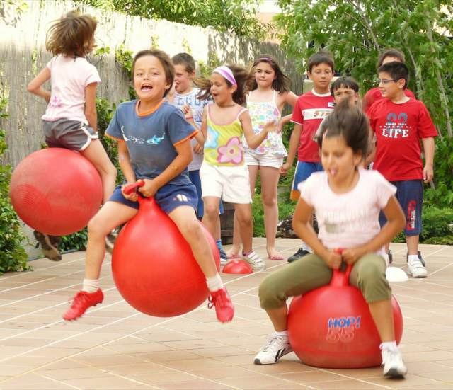 juegos para fiestas infantiles ideas originales momentos divertidos
