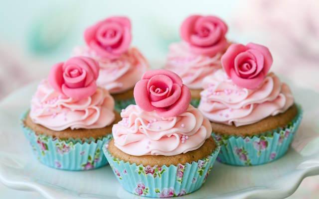 magdalenas de chocolate decoración preciosa rosas vintage