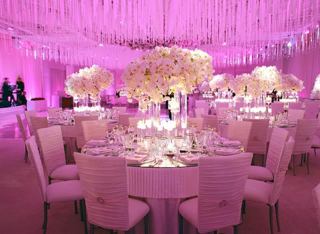 magnífica decoración flores blancos evento temático