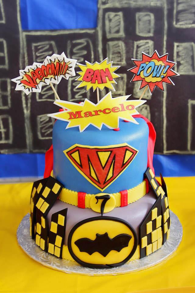 magnífico pastel para cumpleaños chico superhéroes