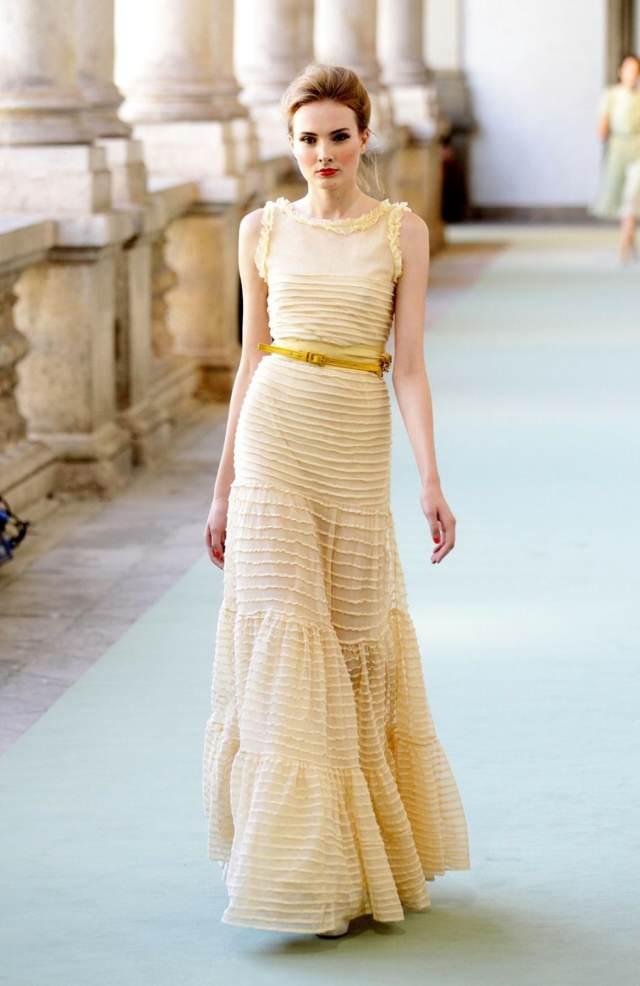 preciosos vestidos de madrina bautizo tendencias modernas
