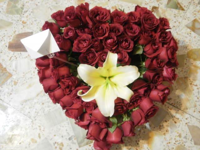 mensajes de aniversario precioso ramo de rosas