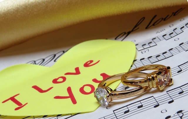notas musicales anillos canciones románticas