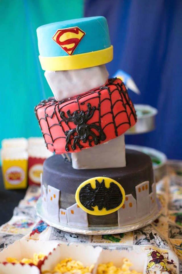 pastel para cumpleaños infantiles estilo superhéroes