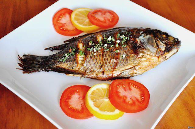 pescado al horno sabroso tomates