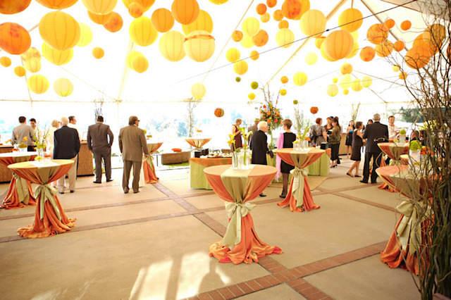 preciosa decoración amarillo evento tipo cóctel