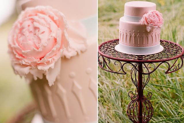 magnífico pastel de boda color fresa hielo