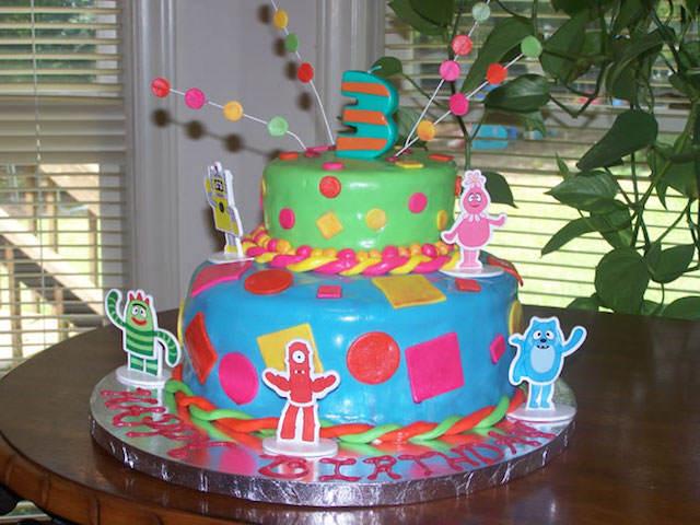 precioso pastel multicolor fiestas infantiles