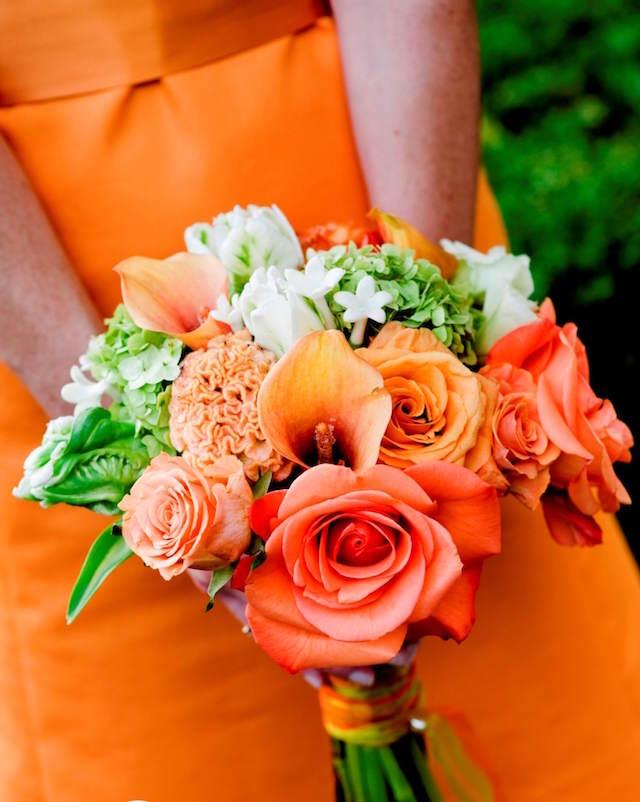 magnífico ramo de flores color mandarina