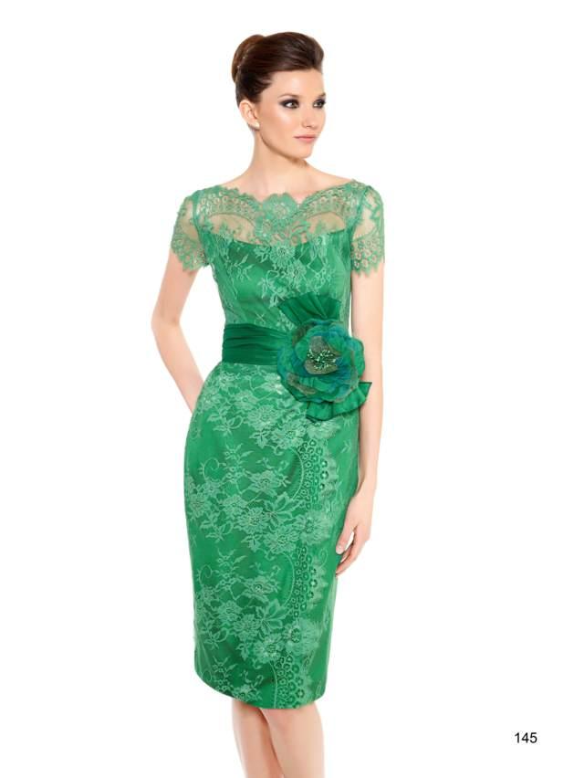 vestidos de madrina elegantes color verde tendencias modernas