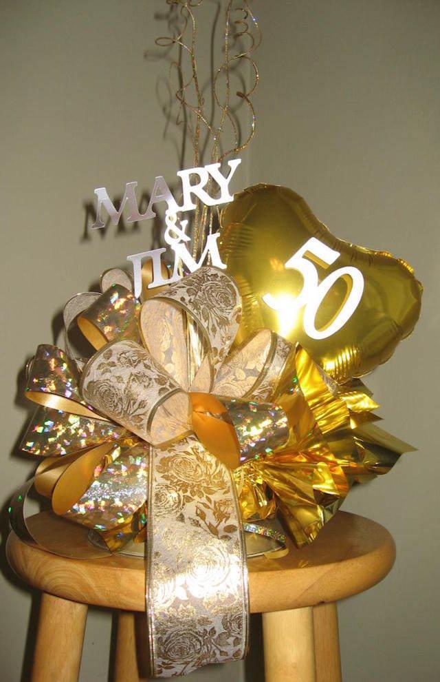 50 años aniversario decoración con globos dorada