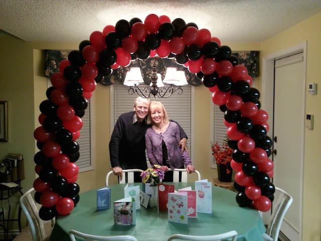 arco decoración con globos aniversario romántico