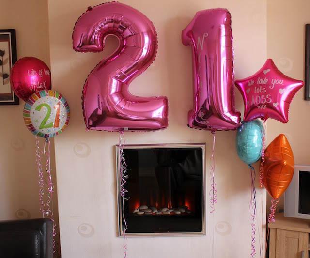 fiesta cumpleaños 21 decoracion con globos