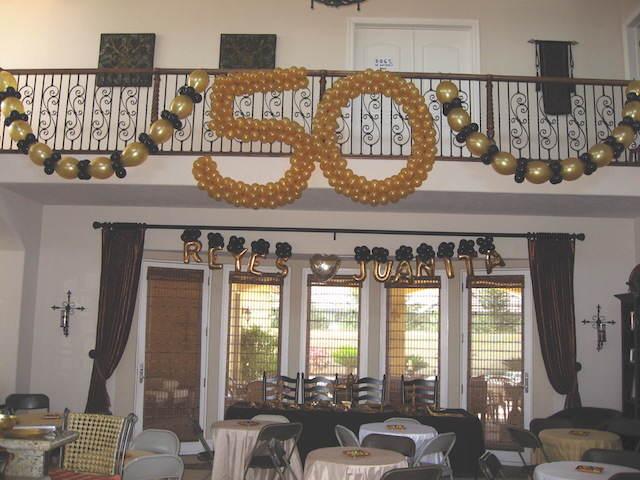 cumpleaños 50 decoración con globos elegante