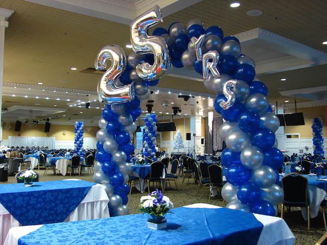 decoración con globos arco cumpleaños 25 años