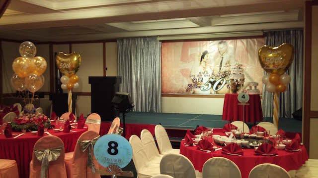 decoración con globos aniversario boda 50 años
