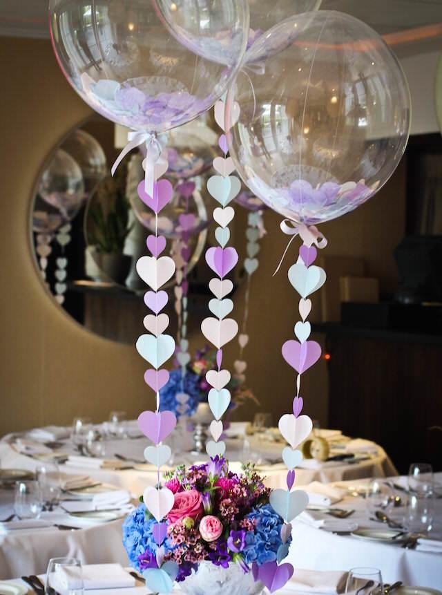 decoración con globos preciosa para aniversario